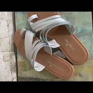 New Montego Bay Club sandals Sz 8 Metallic Silver